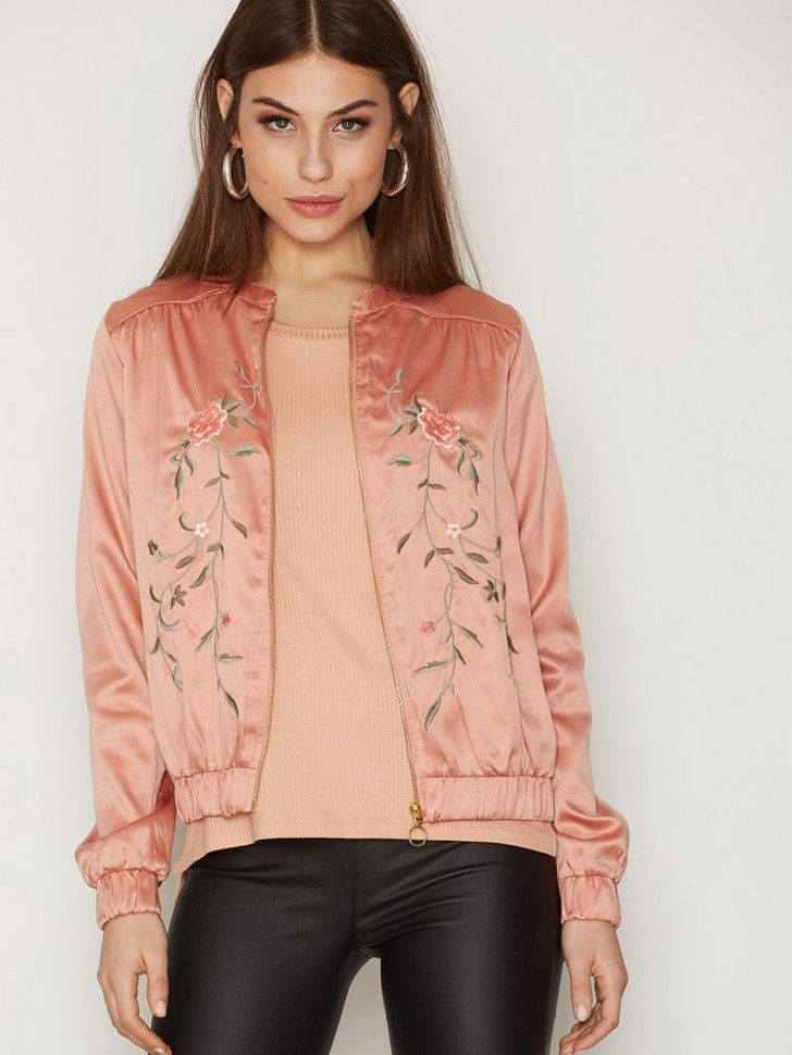 Nelly.com SE - VICENTRI EMBROIDERY JACKET 224.00 (449.00)