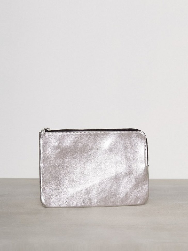 Nelly.com SE - PCEDINA LEATHER CLUTCH 199.00 (399.00)