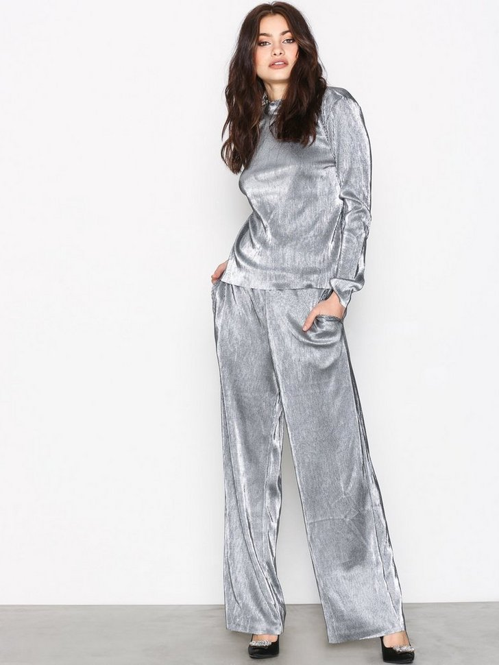 Nelly.com SE - PCRACE WIDE PANTS 499.00