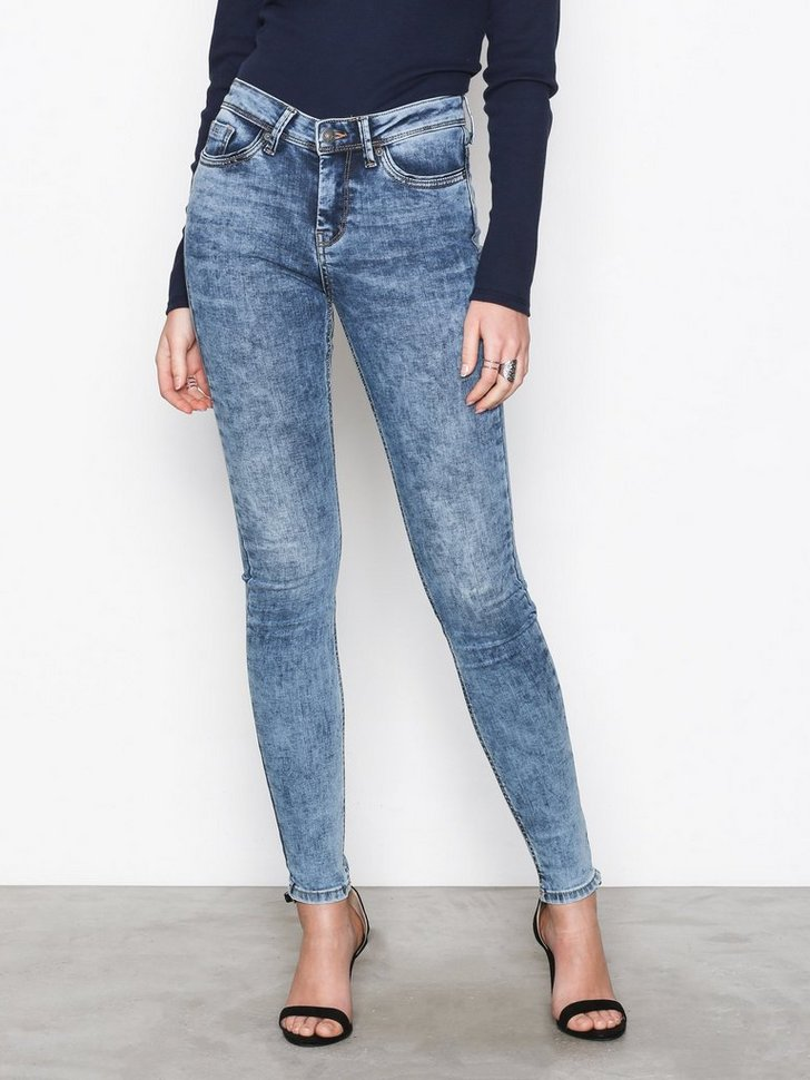 Nelly.com SE - VMSEVEN NW SS PIPING JEANS AM691 NO 249.00 (499.00)