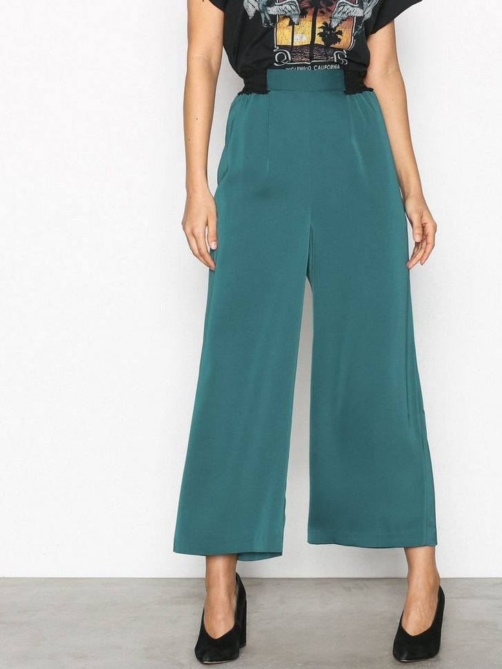 Nelly.com SE - YASSNILLE CROPPED PANT 314.00 (449.00)