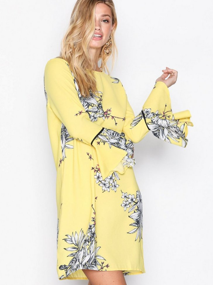 Nelly.com SE - VMSATINA FLAIR 7/8 SHORT DRESS 209.00 (349.00)