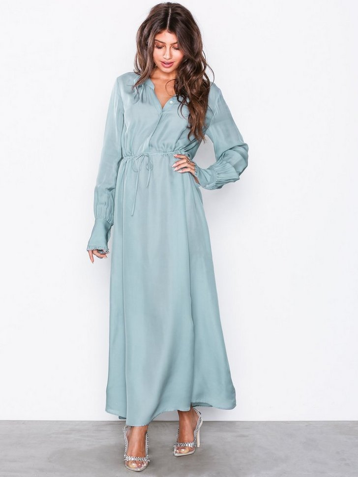 Nelly.com SE - Flowy Silk Dress 3894.00