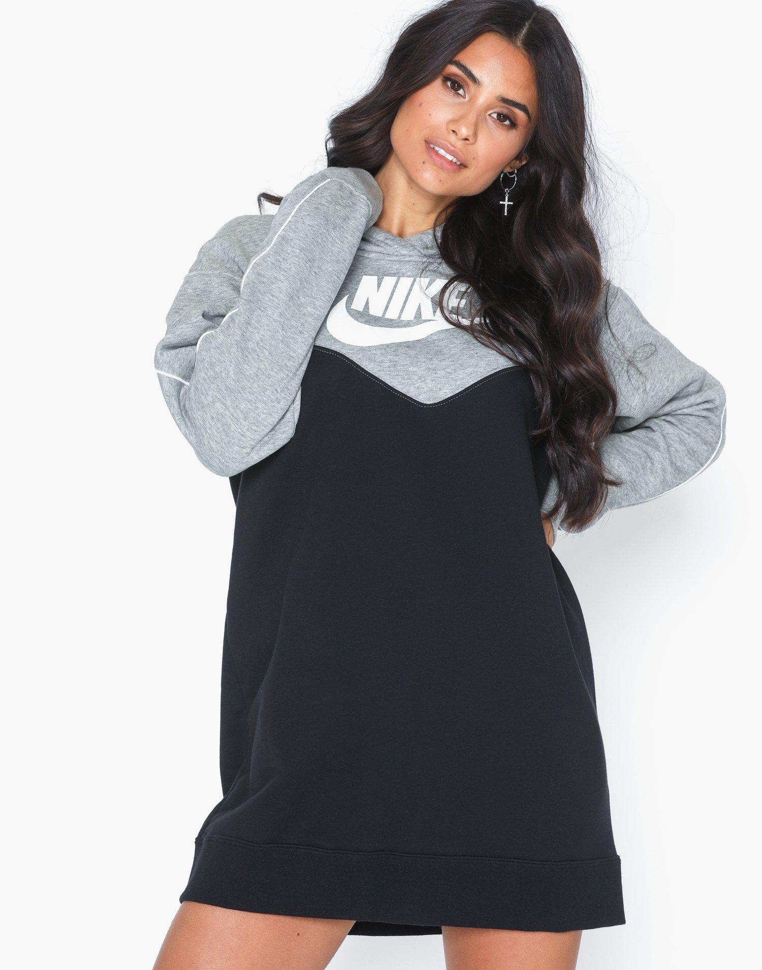 W Nsw Hrtg Hoodie Dress Sb by Nike