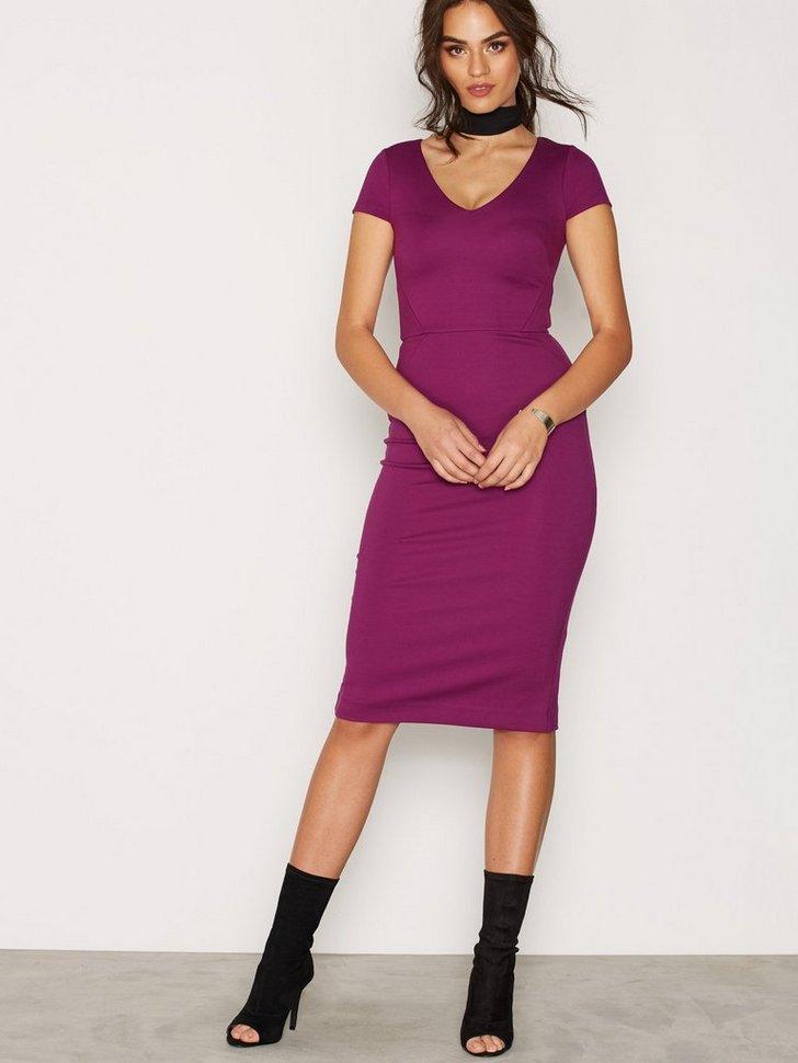 Nelly.com SE - Stretch V Neck Dress 629.00 (1048.00)