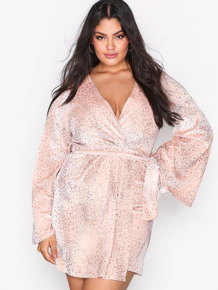 Nelly.com SE - Velvet Glitter Wrap Dress 119.00