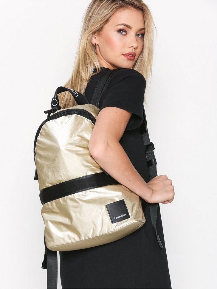 Nelly.com SE - Fluid Backpack Metalic 1598.00