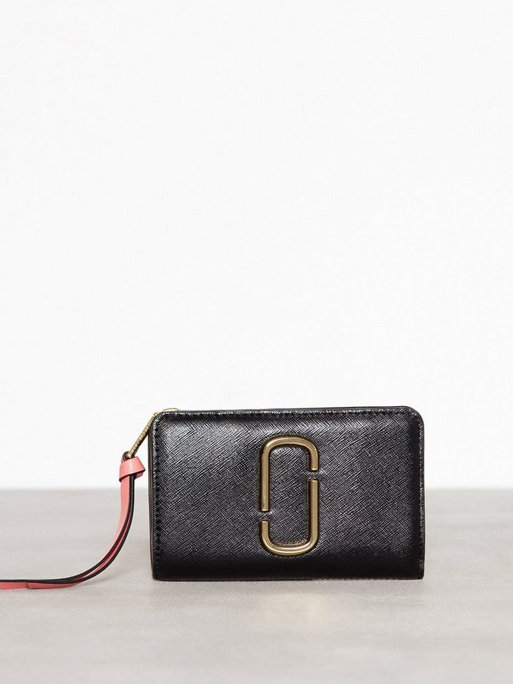 Nelly.com SE - Compact Wallet 1898.00