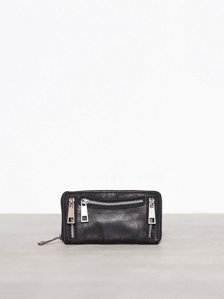 Nelly.com SE - Wallet 498.00