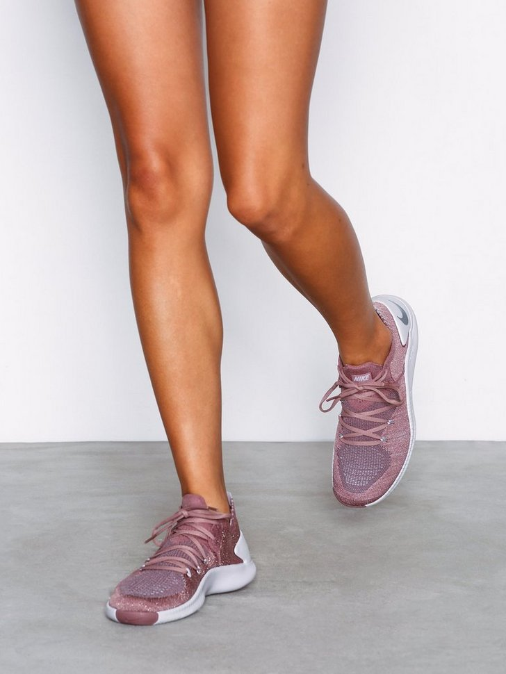 Nelly.com SE - Free TR Flyknit 3 LM 1198.00