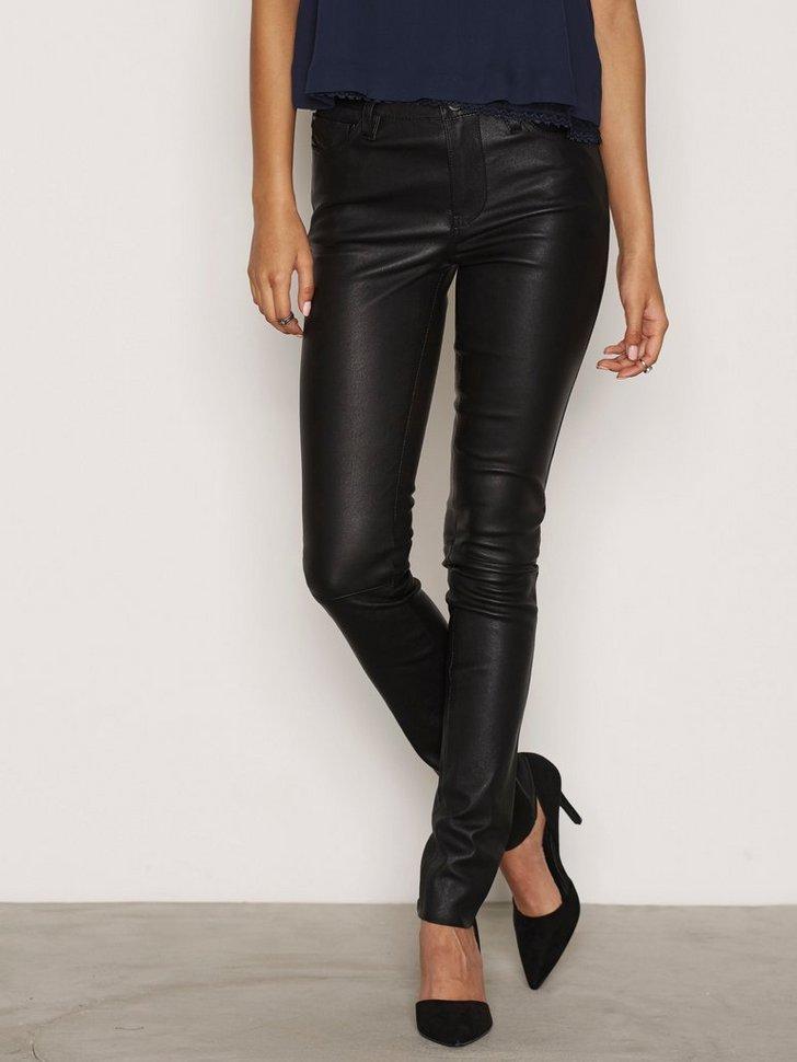 Nelly.com SE - L-Skim Trousers 4479.00 (6398.00)