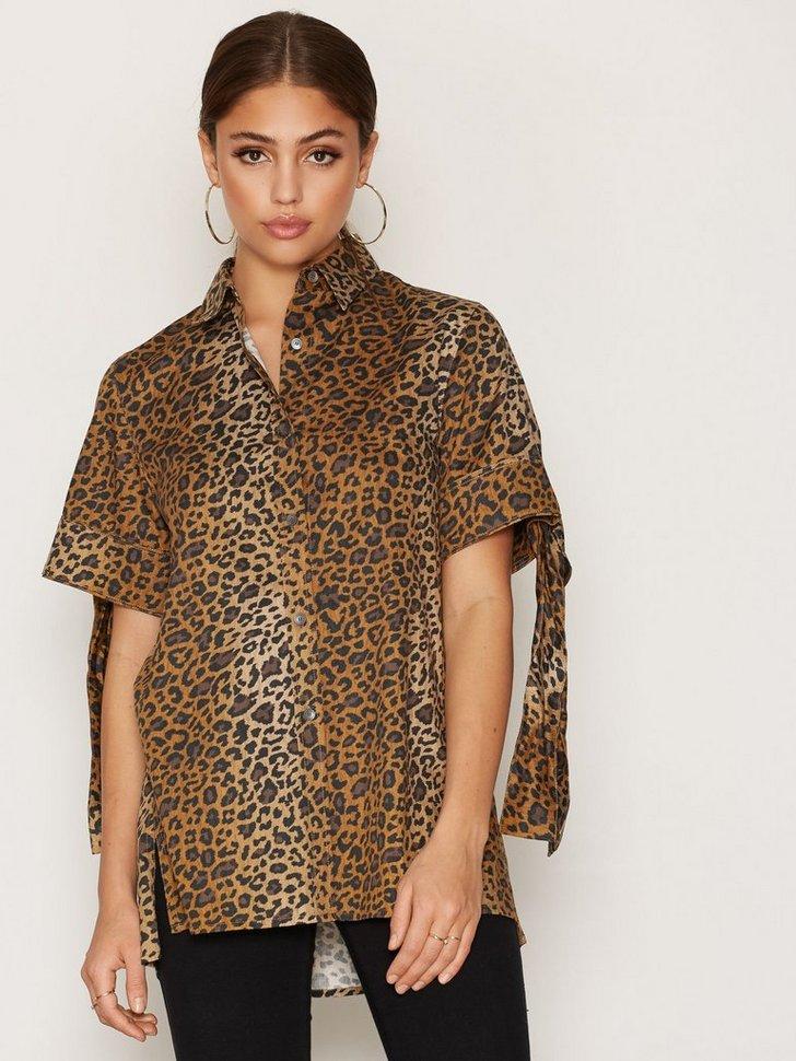 Nelly.com SE - Dada Shirt 949.00 (1898.00)