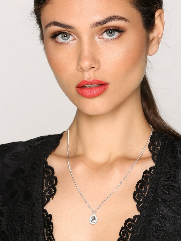 Nelly.com SE - Miss Amy Necklace 398.00
