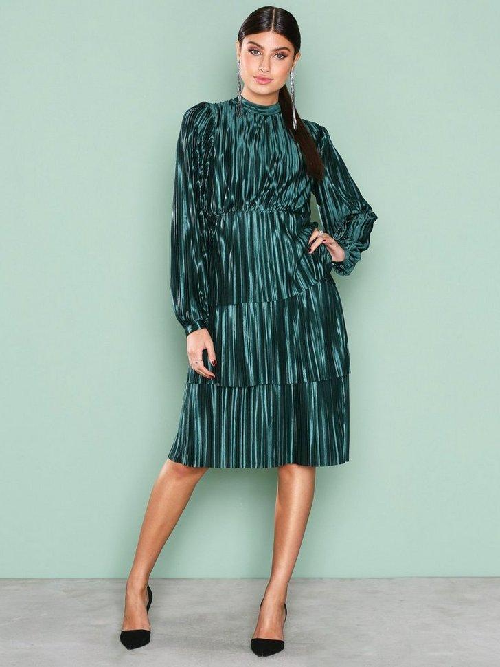 Nelly.com SE - Plisse Party Dress 299.00 (498.00)