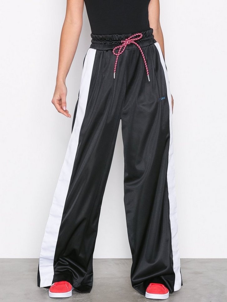 Nelly.com SE - P-ROBIN TROUSERS 499.00 (998.00)