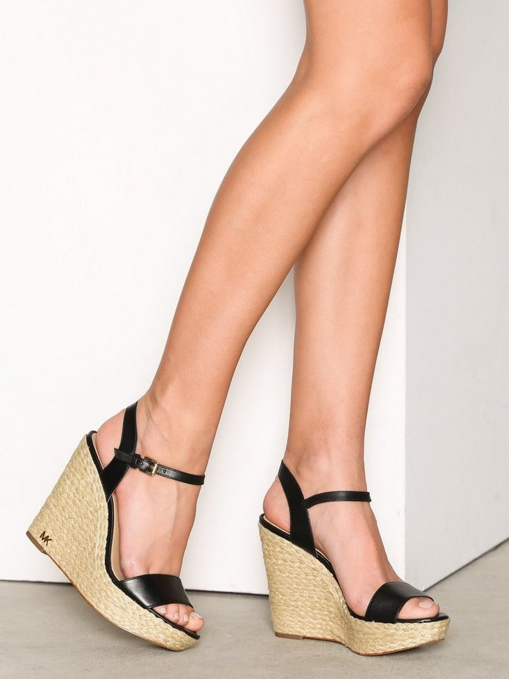 Nelly.com SE - Jill Wedge 1398.00