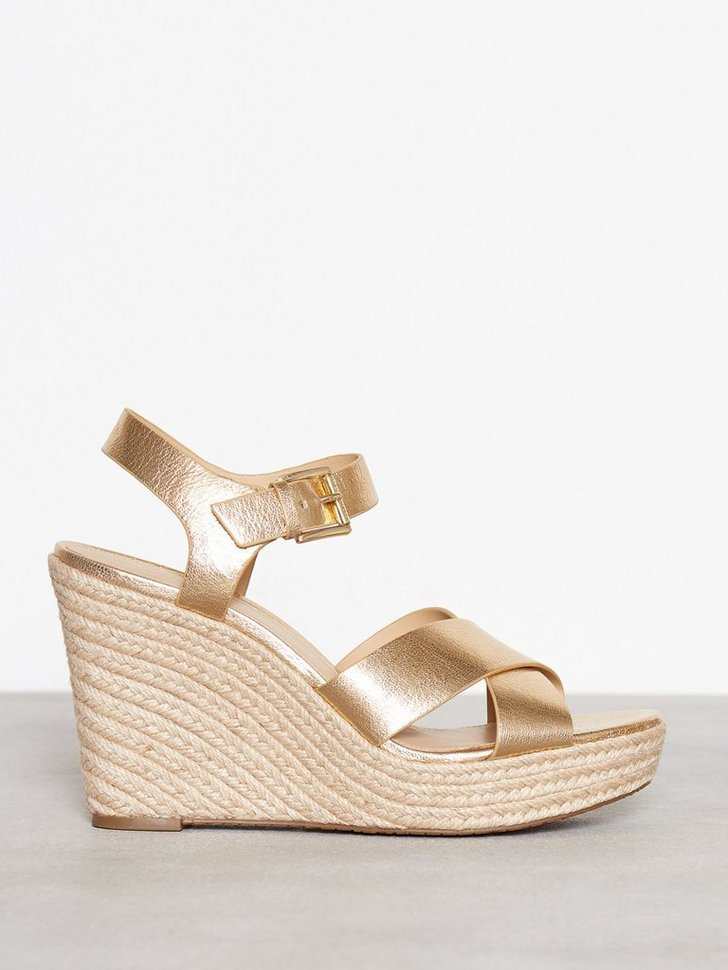 Nelly.com SE - Kady Wedge 1498.00