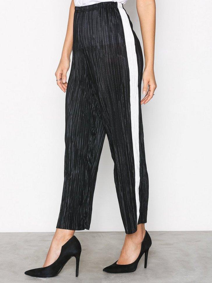 Nelly.com SE - Plisse Cropped Side Stripe Trousers 358.00