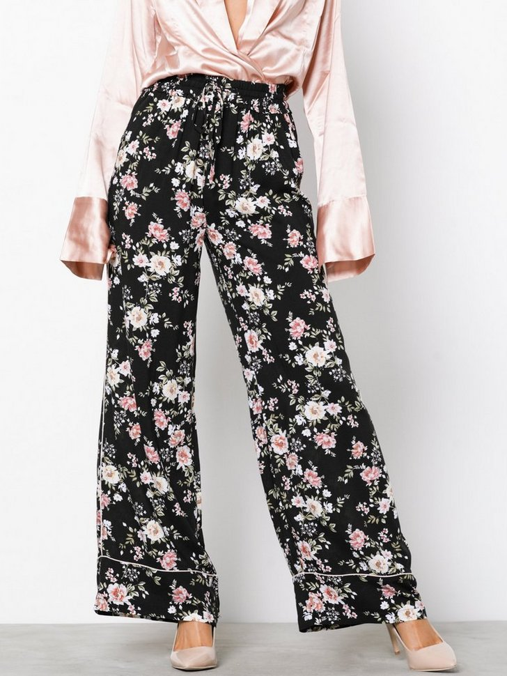 Nelly.com SE - Floral Print Wide Leg Trousers 278.00