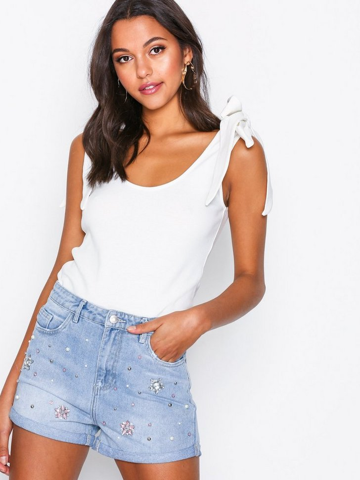 Nelly.com SE - Embellished High Waist Denim Shorts 179.00 (298.00)