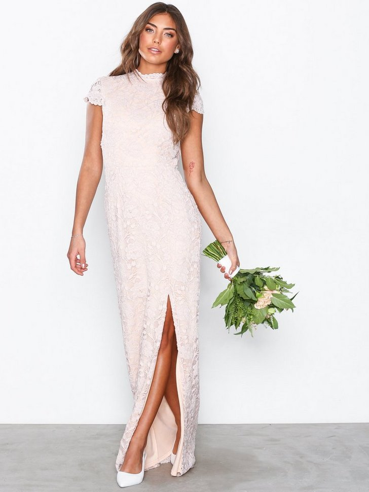 Nelly.com SE - Rose Lace Gown 559.00
