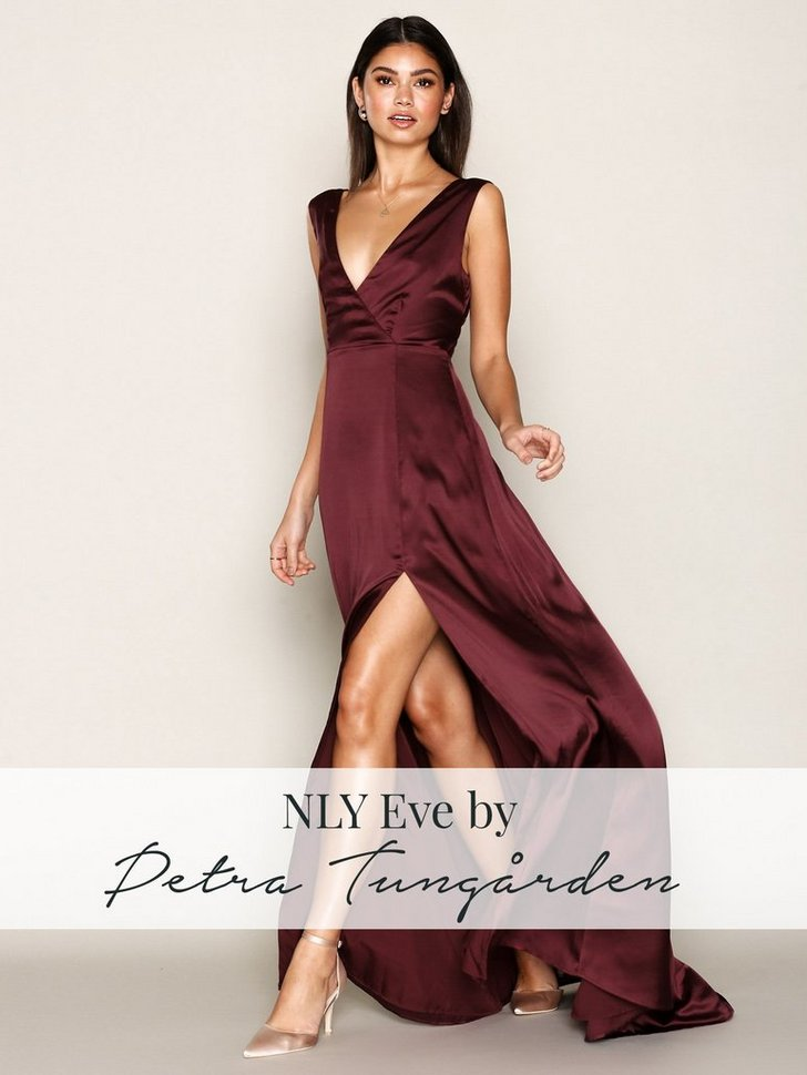 Nelly.com SE - Bow Back Satin Gown 629.00