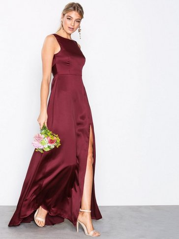 Nly Eve - V-Back Satin Gown
