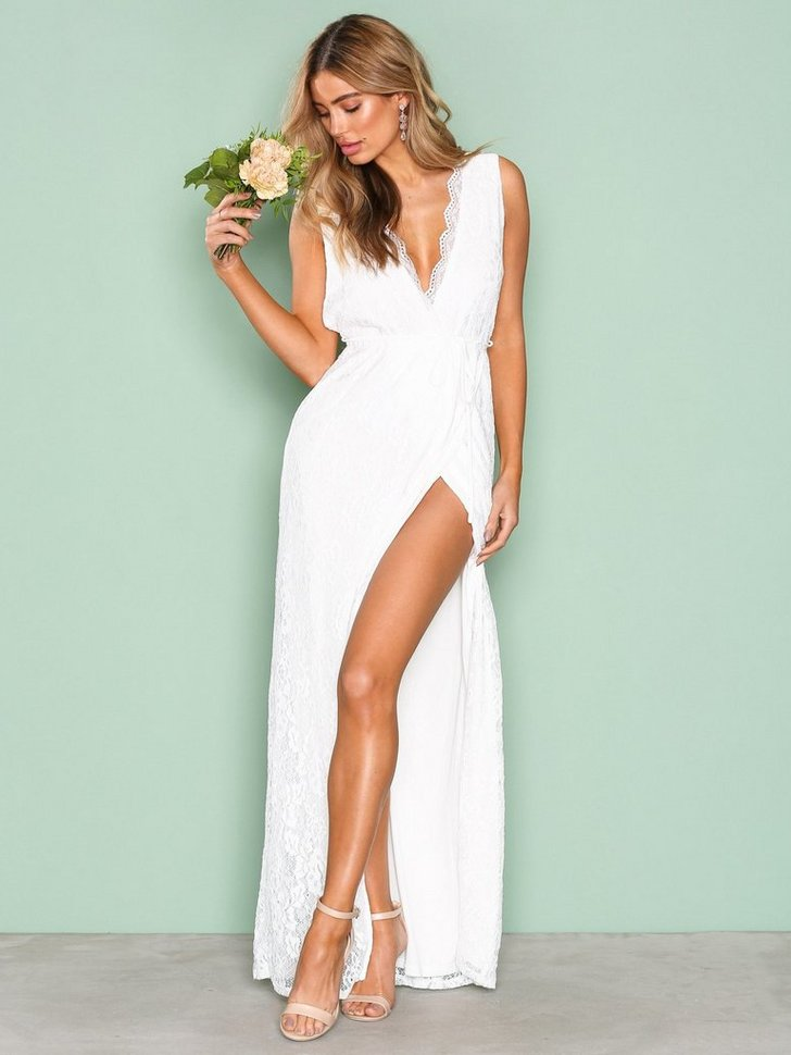 Nelly.com SE - Forever Lace Gown 798.00