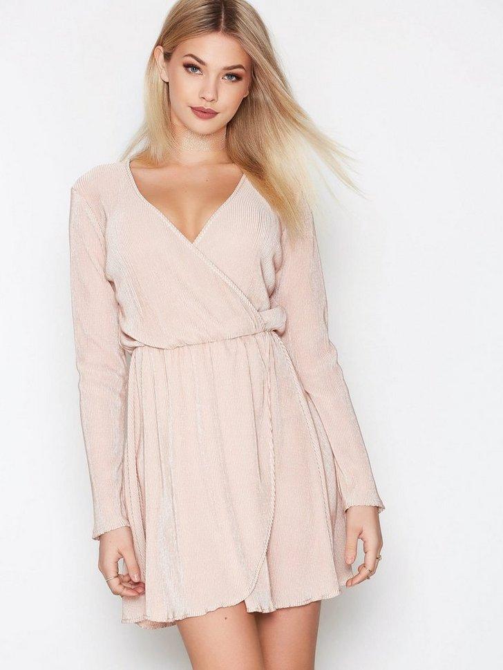 Nelly.com SE - Pretty Pleats Dress 199.00 (398.00)