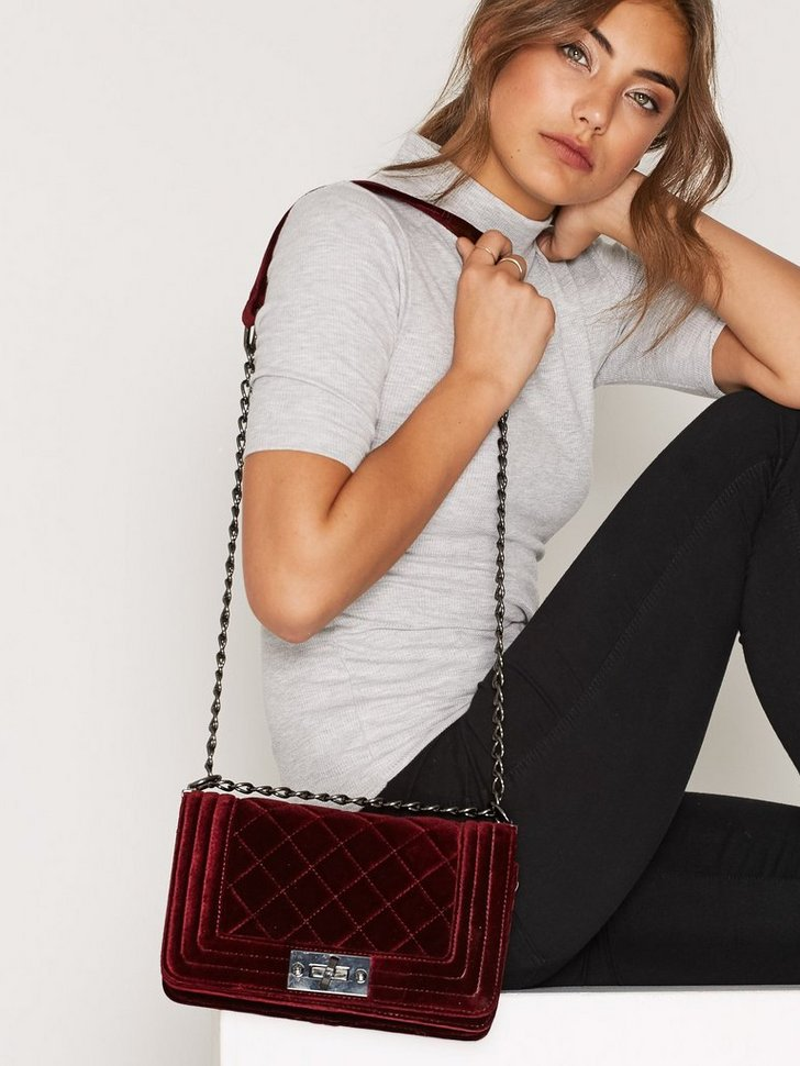 Nelly.com SE - Suede Chain Crossover Bag 398.00