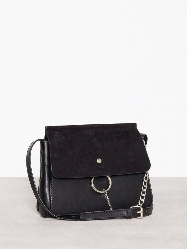 Nelly.com SE - Crossover Ring Bag 348.00