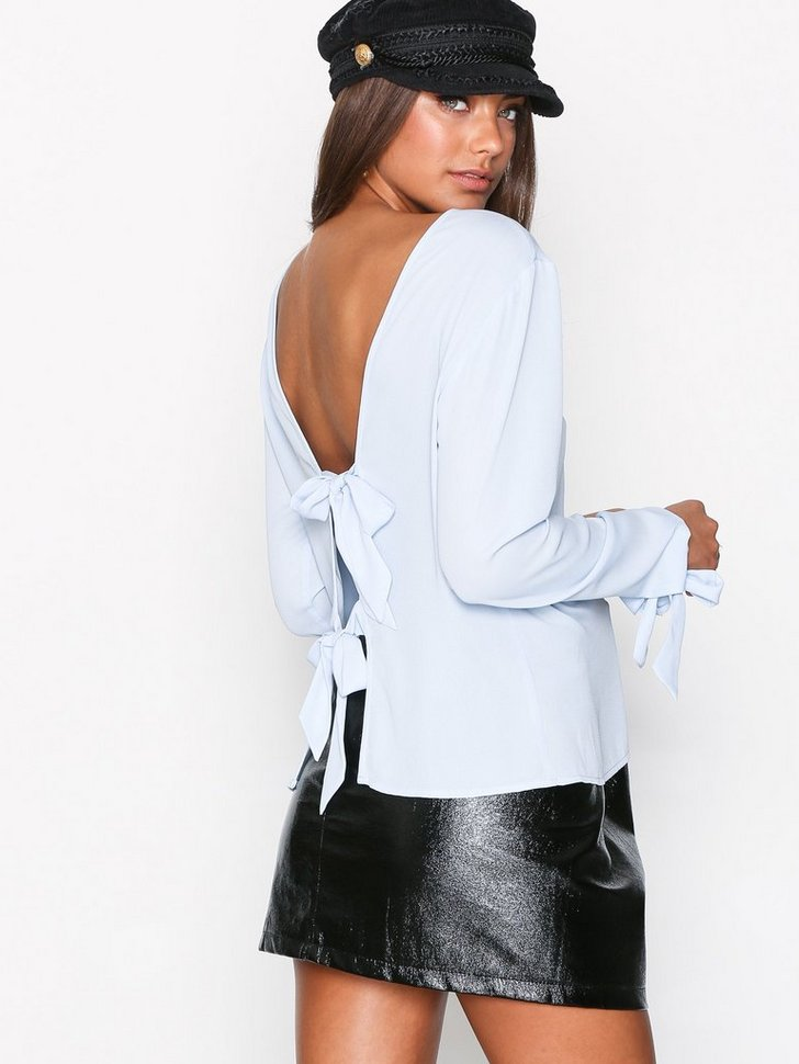 Back Focus Blouse