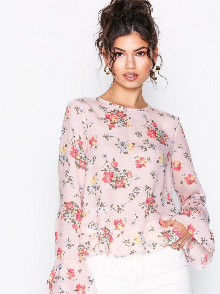 Nelly.com SE - Flowy Detailed Blouse 179.00
