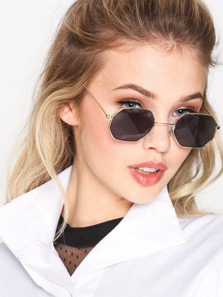 Nelly.com SE - 8s Sunglasses 98.00