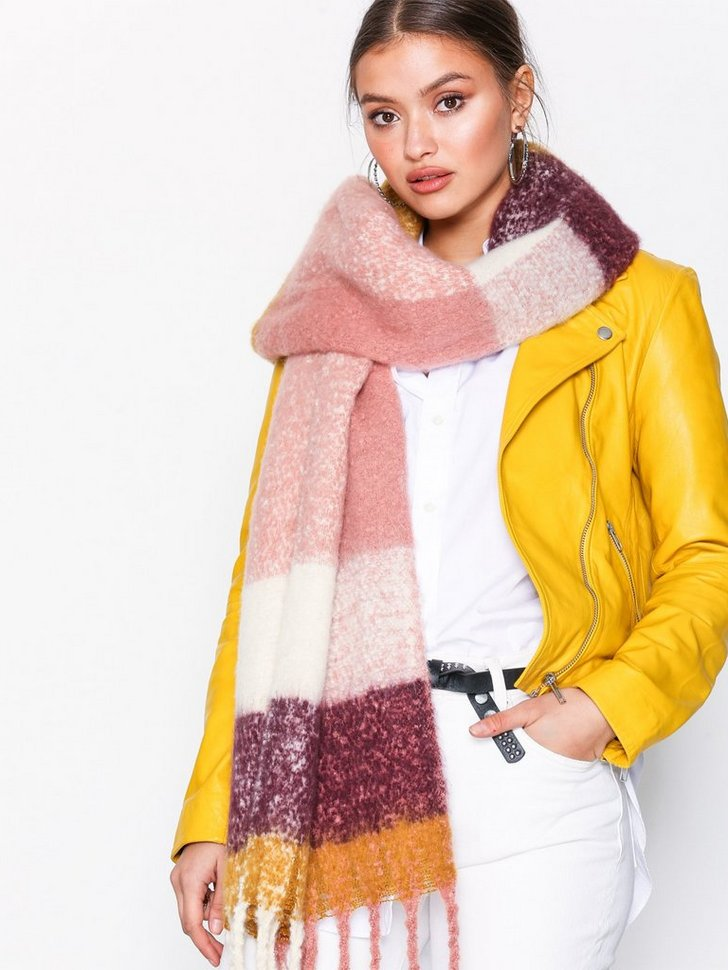 Nelly.com SE - Cozy Big  Scarf 248.00