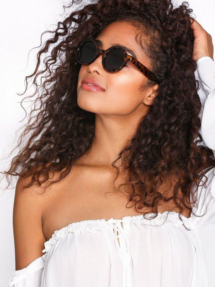 Nelly.com SE - Fave Sunglasses 59.00 (98.00)