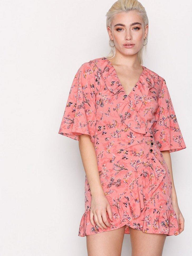 Nelly.com SE - Off Duty Ruffle Tea Dress 349.00 (498.00)