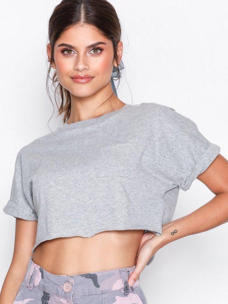 Nelly.com SE - Cut Off Crop T-Shirt 69.00 (98.00)