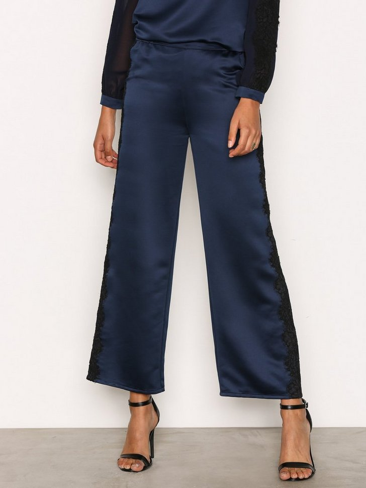 Nelly.com SE - Nike Trousers 1494.00