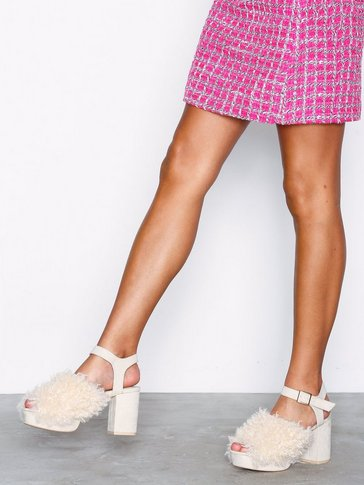 Nly Shoes - Fuzzy Platform Sandal