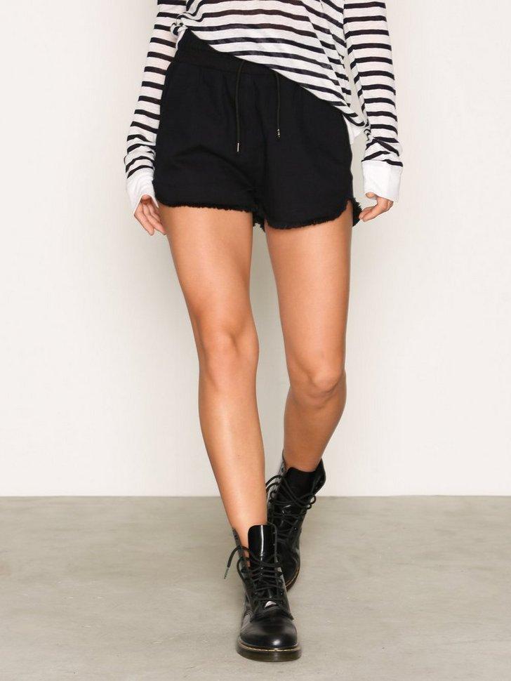Nelly.com SE - Flow Shorts 348.00