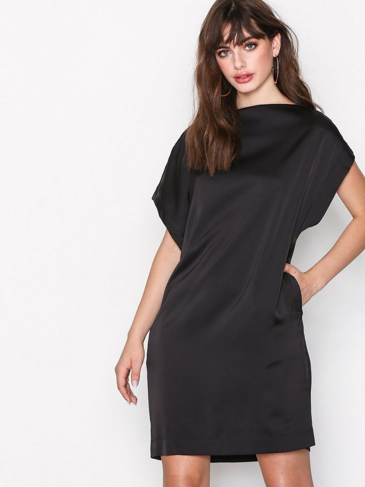 Nelly.com SE - Suggest dress 548.00