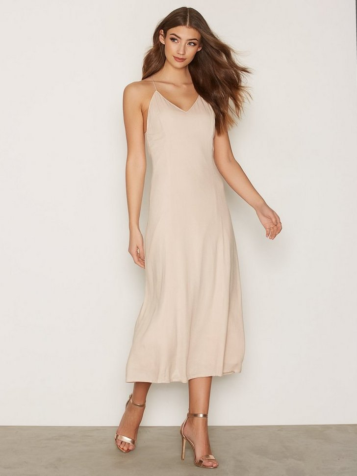 Nelly.com SE - Titan Dress 799.00