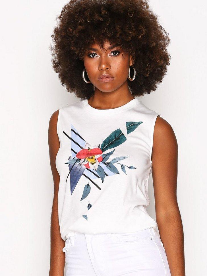 Nelly.com SE - Leela T-Shirt 539.00 (898.00)