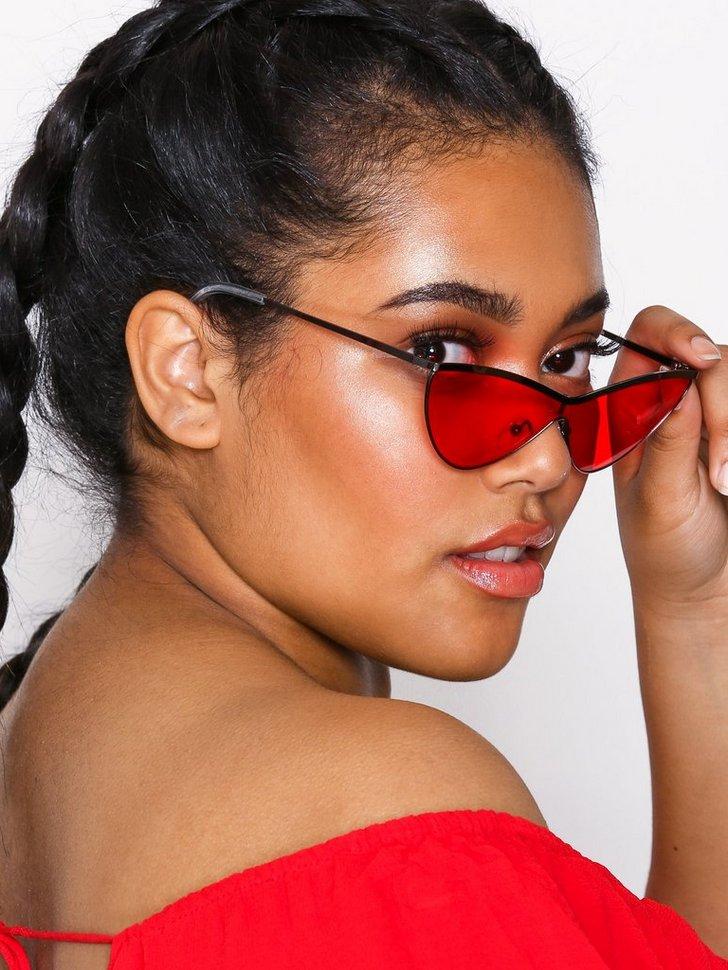 Nelly.com SE - Tinted Cat Eye Sunglasses 174.00 (248.00)