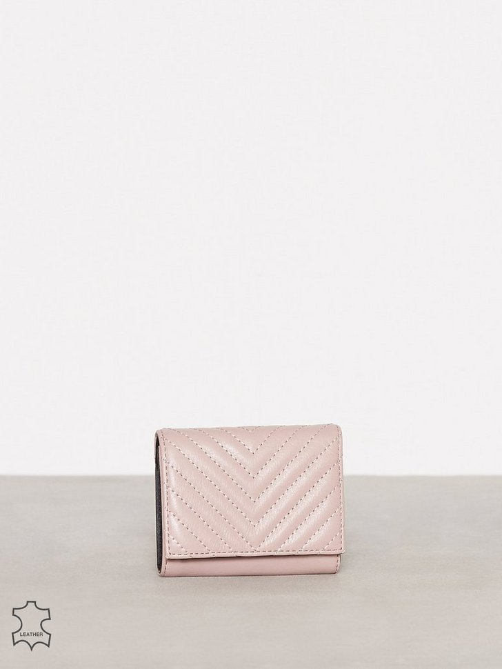 Nelly.com SE - Trifold Love Wallet 1098.00