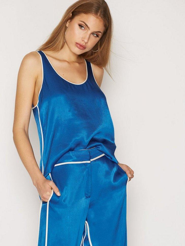 Nelly.com SE - Ivalonne Shirt 899.00 (1798.00)