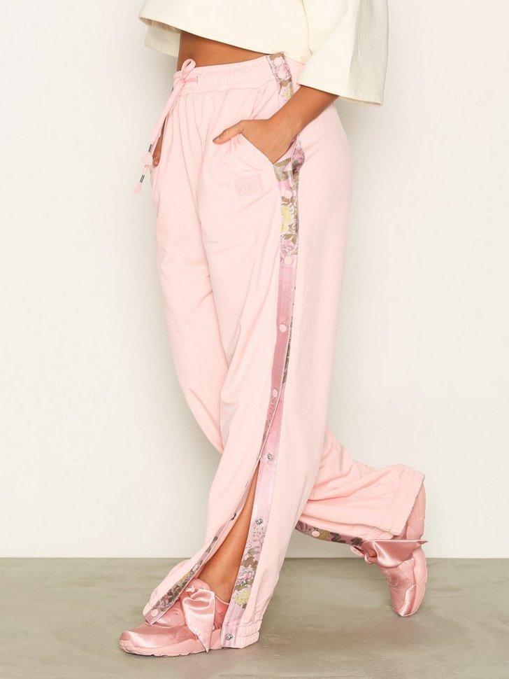 Nelly.com SE - Rihanna Tearaway Track Pant X Puma 979.00 (1398.00)