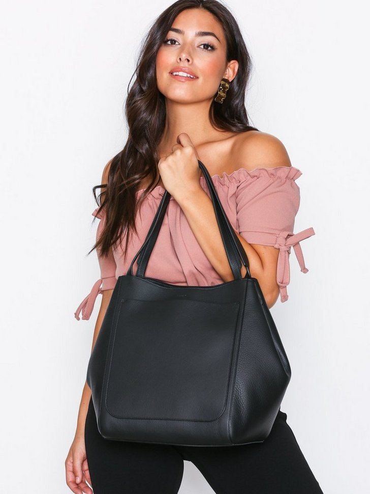 Nelly.com SE - Shelby Bucket Leather Bag 4898.00