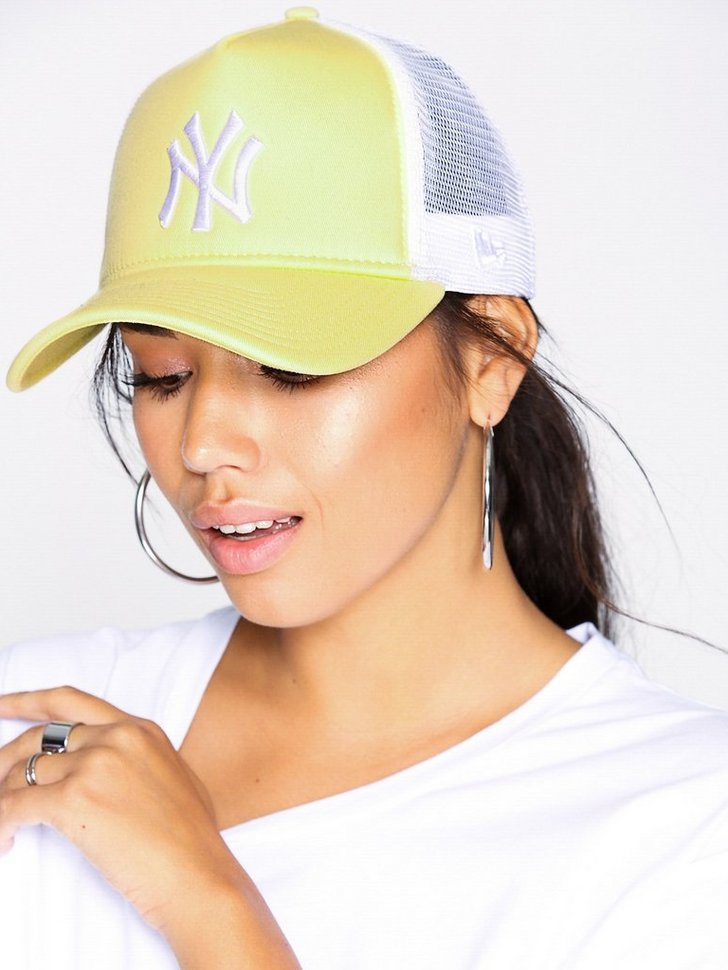 Nelly.com SE - Wmns Leag Esntl Trkr Neyyan 244.00 (348.00)